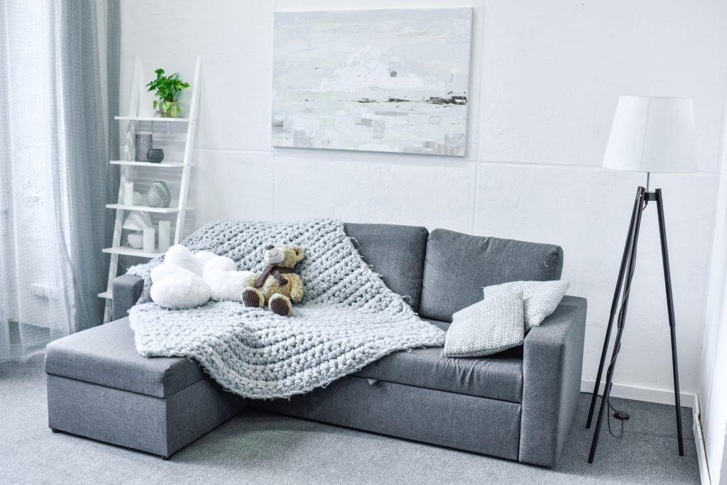 curatare pete de pe canapea