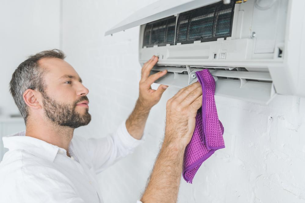 cum sa cureti aparatul de aer conditionat