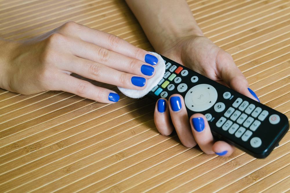 cum sa cureti telecomenzile